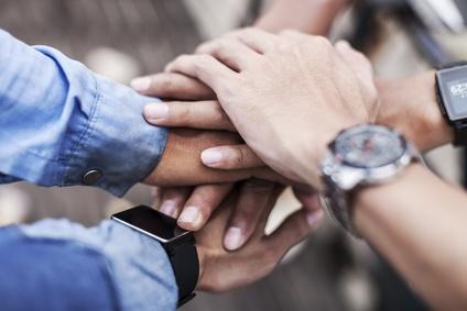 Le prêt de main d'oeuvre et de salariés entre entreprise permet de mutualiser les services et de profiter de nombreux avantages